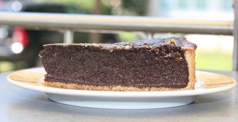 Dieser Low Carb Quark-Mohn-Kokos Kuchen hat gerade mal 4,9 g Kohlenhydrate und 162,5 kcal pro Stück also ein echter Low-Carb Kuchen. Der schnelle Diätkuchen