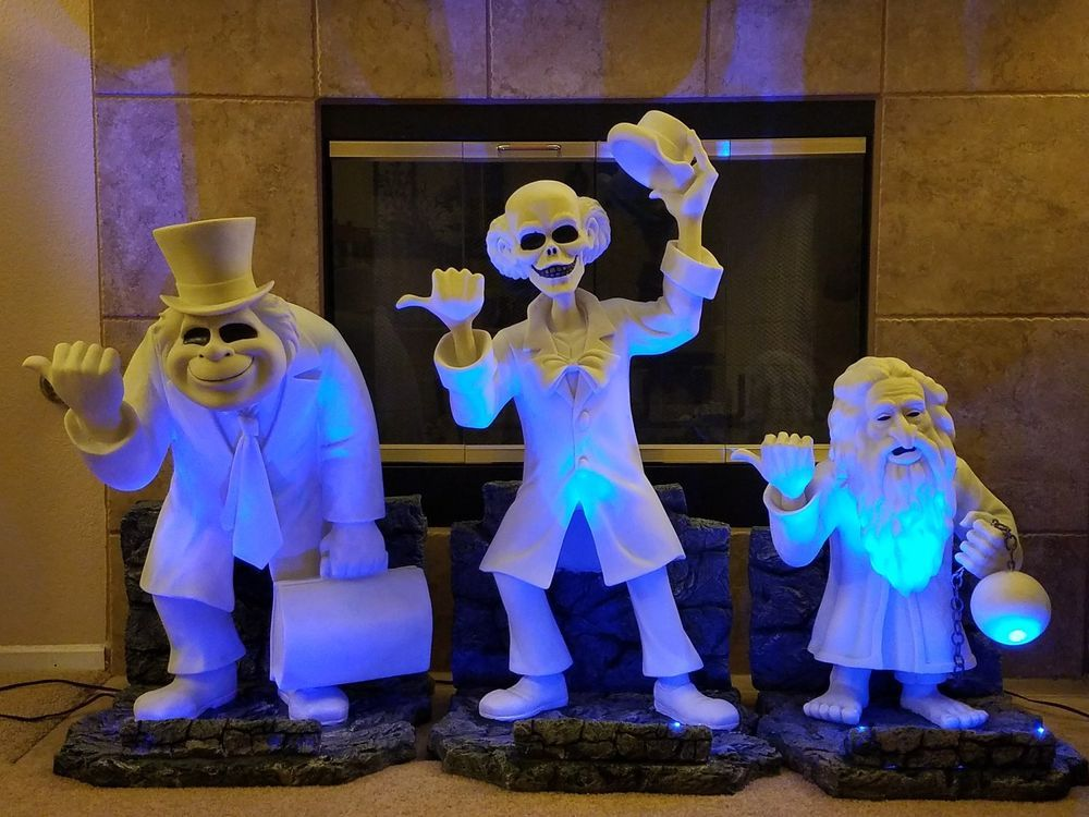 Disney Haunted Mansion Hitchhiking Ghosts Tombstones Ezra