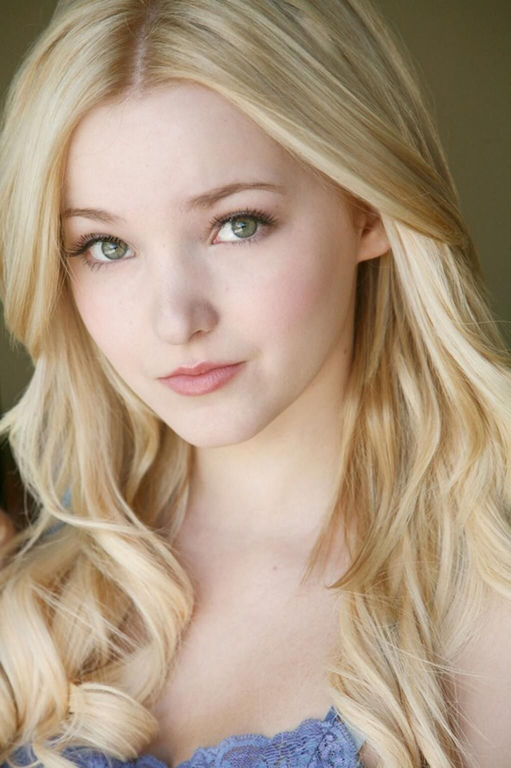 a natural dove cameron blonde Is