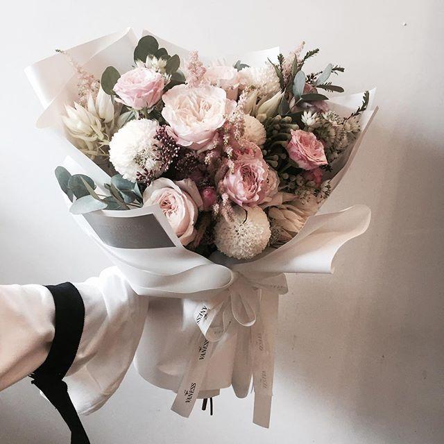 Lesson Order Katalk ID vaness52 E-mail vanessflower@naver.com . #vanessflower #vaness #flower #florist #flowershop #handtied #flowergram #flowerlesson #flowerclass #바네스 #플라워 #바네스플라워 #플라워카페 #플로리스트 #꽃다발 #부케 #원데이클래스 #플로리스트학원 #화훼장식기능사 #플라워레슨 #플라워아카데미 #꽃수업 #꽃주문 #부케 #花 #花艺师 #花卉研究者 #花店 #花艺 . . #프로포즈꽃다발 . . 꽃밤 되세요