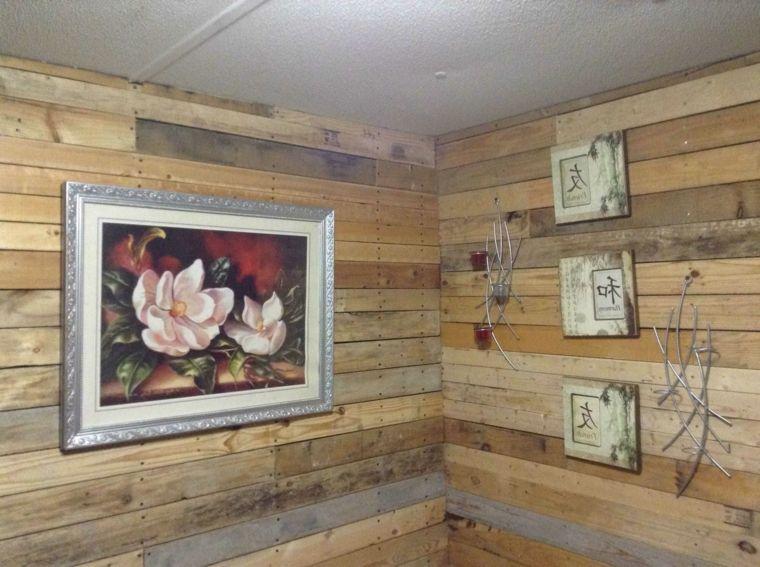 Pareti Ricoperte Di Legno : Pareti di una piccola stanza ricoperte con delle assi di legno dei