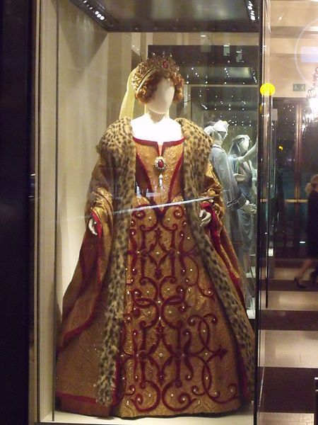 Royal Opera House - Bow Street, London - Elizabethan dress