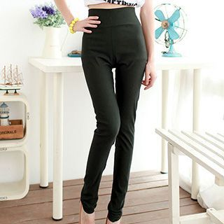 Buy Daisyfield Cropped Leggings at YesStyle.com! Quality products at remarkable prices. FREE WORLDWIDE SHIPPING on orders over Mex$650.