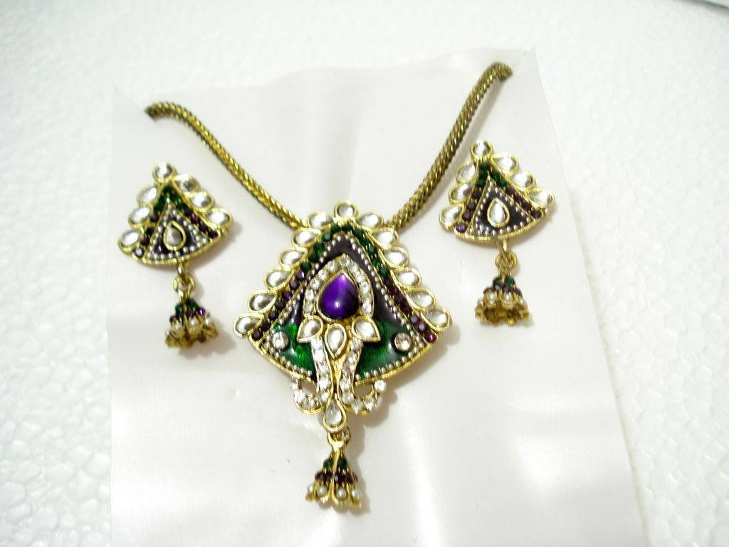 We are wholesale fashion jewelry suppliers such as fashion earrings