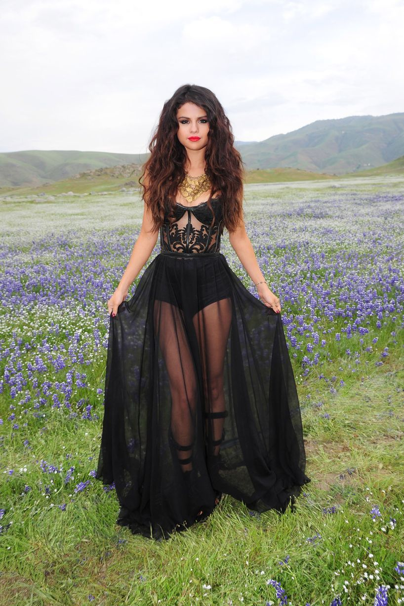 Selena Gomez in stunning behind the scenes snaps of new video Come ...