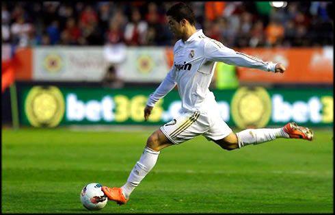 Pin By Bradley Roehrig On Attacking Weakness 1 Long Range Shooting Cristiano Ronaldo Ronaldo Ronaldo Goals