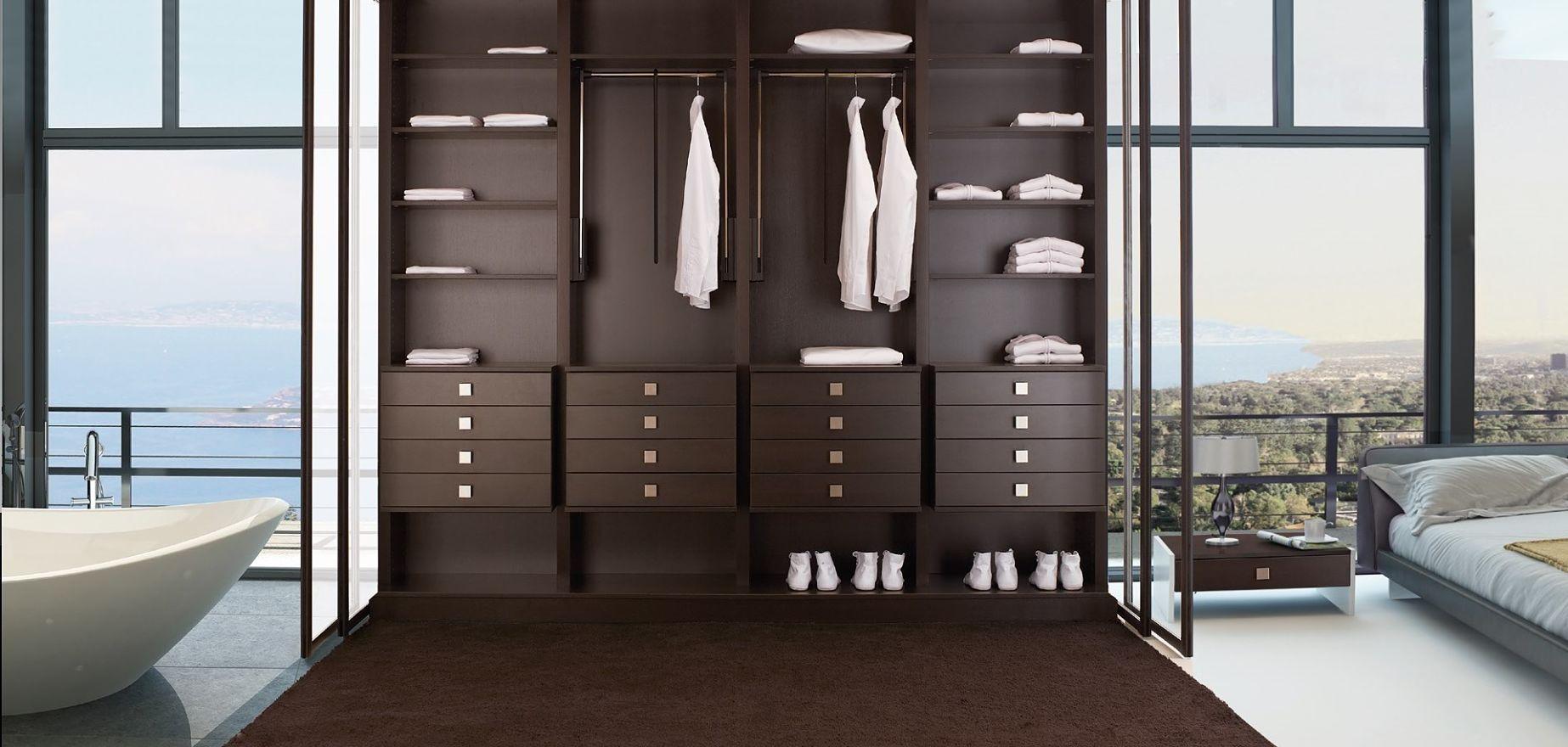 Dressing moderne tiroirs de rangements penderie vêtements et cintres ...