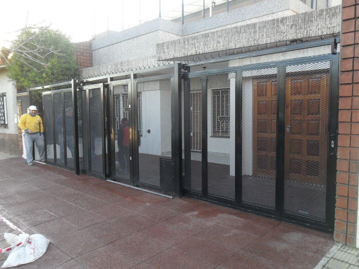 Resultado de imagen para rejas de metal desplegado - Puertas de metal para casas ...