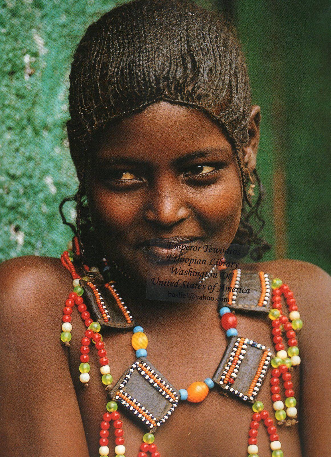 Голые модели из африканских племен фото