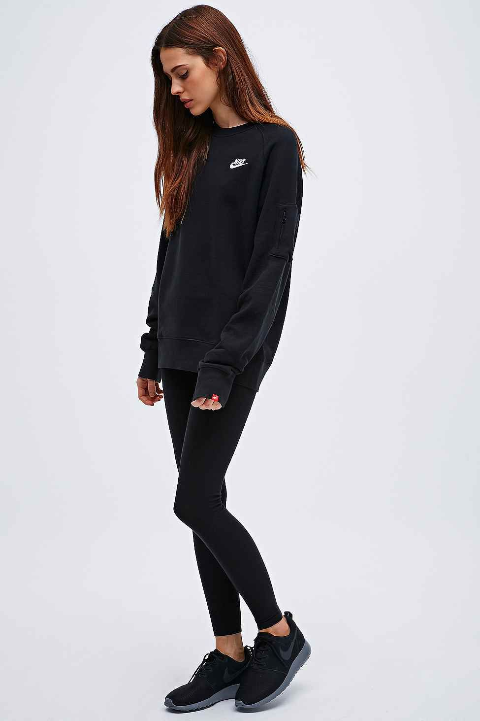 Nike Crew Neck Sweatshirt in Black   Fashion.   Pinterest   Nike ... 8035c82c23