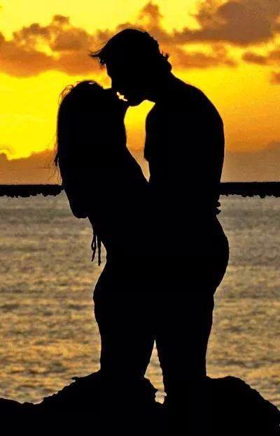 How Can I Not Love You Love Kiss Couple Kissing Silhouette