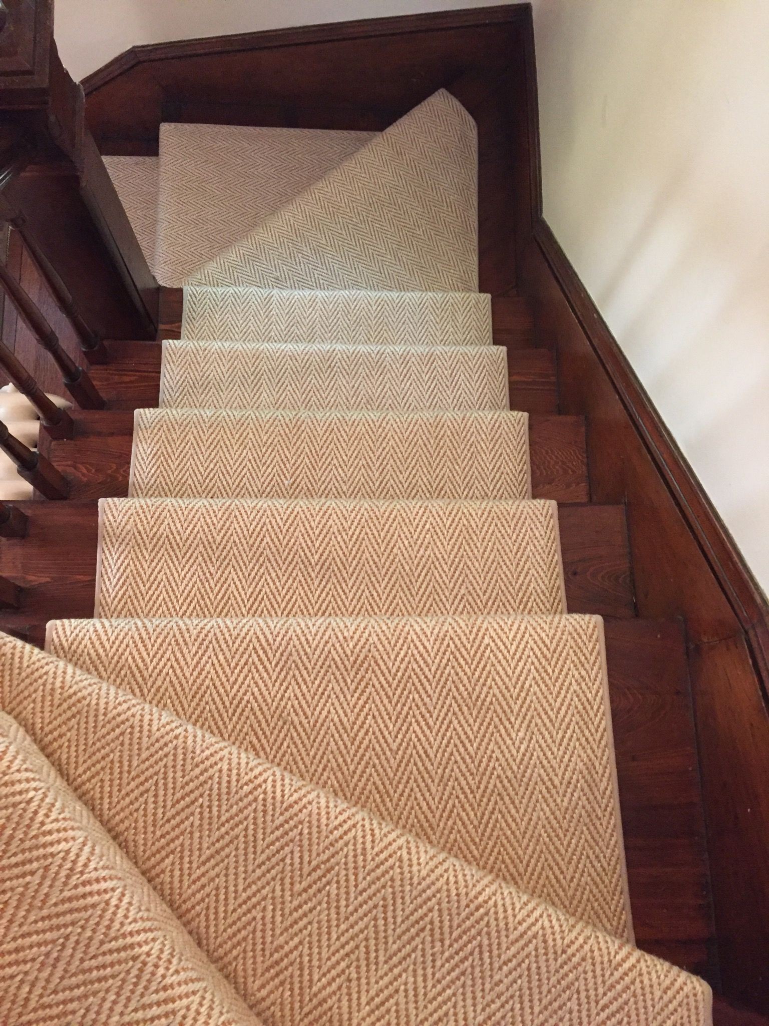 Best Pin By The Carpet Workroom On Stair Runners With Pie Turns 400 x 300