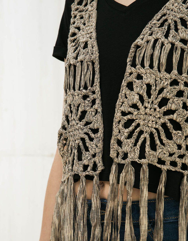 Chaleco BSK crochet. Descubre ésta y muchas otras prendas en Bershka con nuevos productos cada semana
