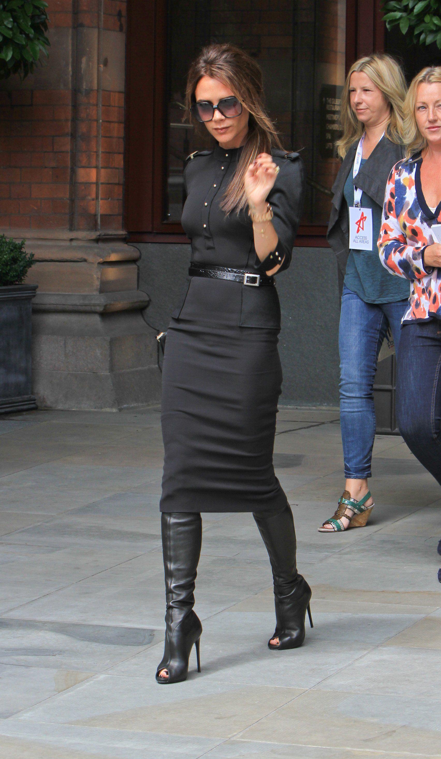 Risultati immagini per total black look victoria beckham