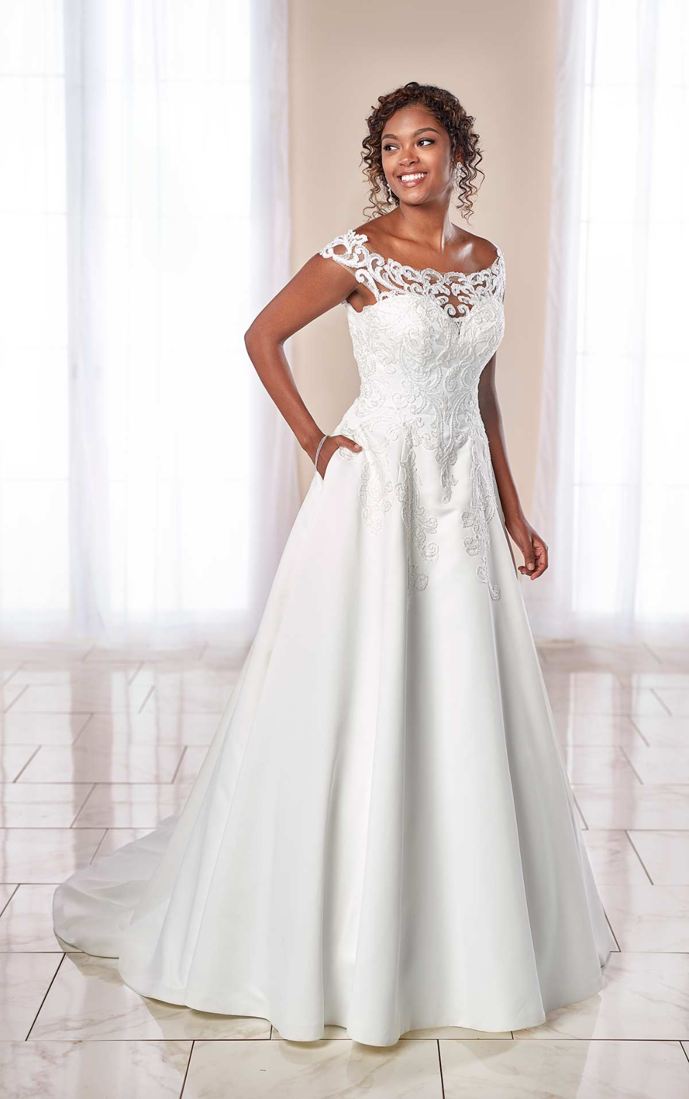 Modern Lace A Line Wedding Gown With Pockets Stella York Wedding Dresses Stella York Wedding Dress York Wedding Dress Stella York Bridal [ 1595 x 1000 Pixel ]