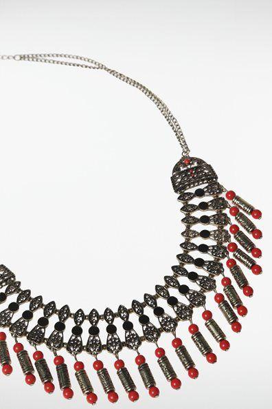 Collier plastron métal et perles