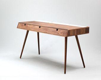 Schreibtisch designermöbel  Eiche Schreibtisch lackiert in weiß, Tablett Hocker in Eiche Brett ...