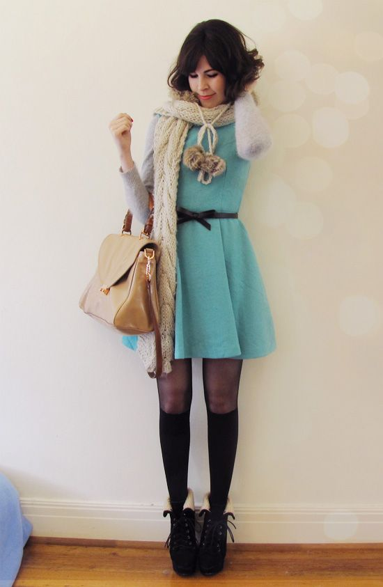 Light blue dress, that bag, those shoes... And knee-high socks. How pretty!