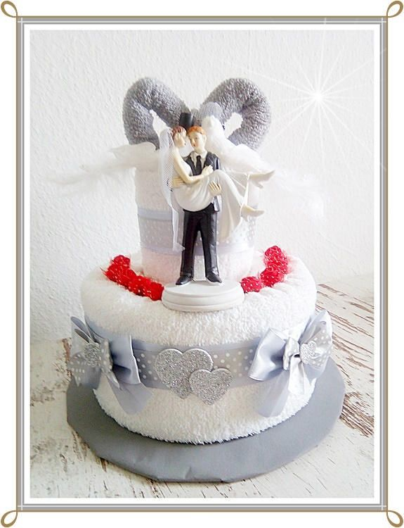 wedding cake made of towels wedding cake gift to wedding light grey white newlyweds marriage. Black Bedroom Furniture Sets. Home Design Ideas