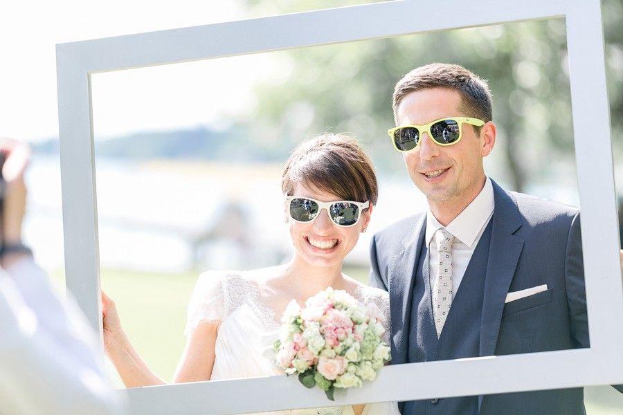 brautpaar fotos mal anders rahmen sonnenbrille hochzeiten pinterest brautpaar fotos diy. Black Bedroom Furniture Sets. Home Design Ideas