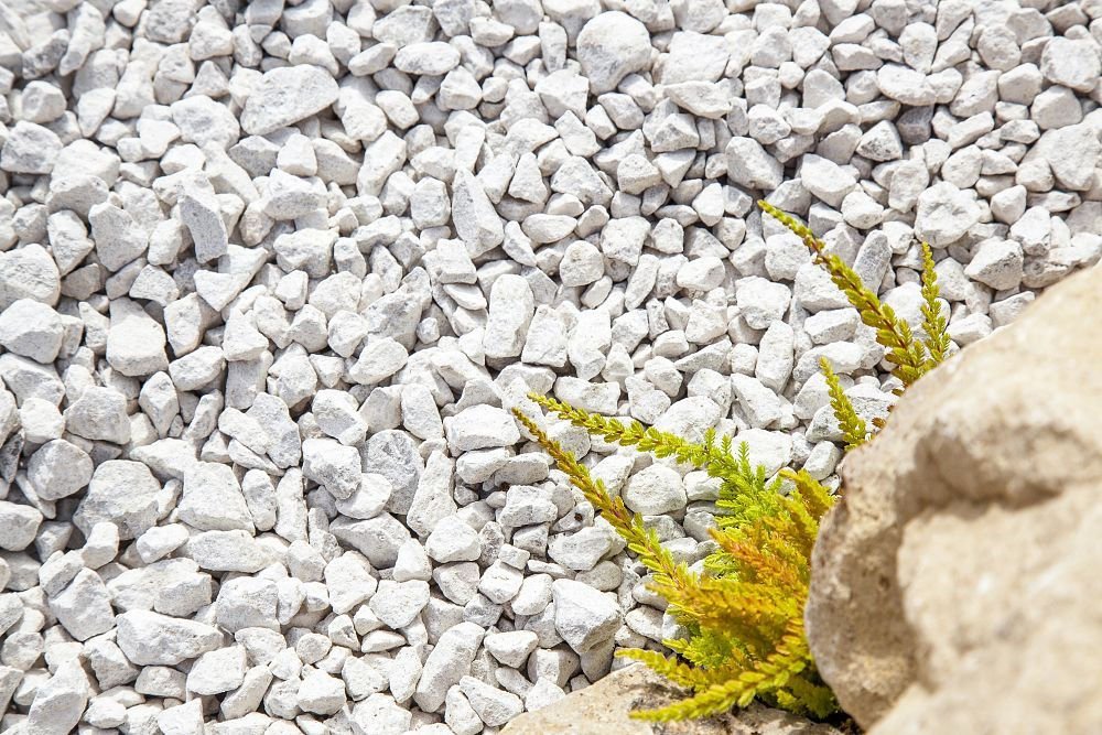 Dove Grey Limestone Gravel 14 20mm Decorative Aggregates In 2020 Limestone Gravel White Gravel Gravel Patio
