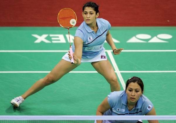 Indian Badminton Players Jwala Gutta R And Ashwini Ponnappa Return A Shot Against Marissa Vita And Melati Nadya Of Indonesia During The Yonex Sunrise India Op
