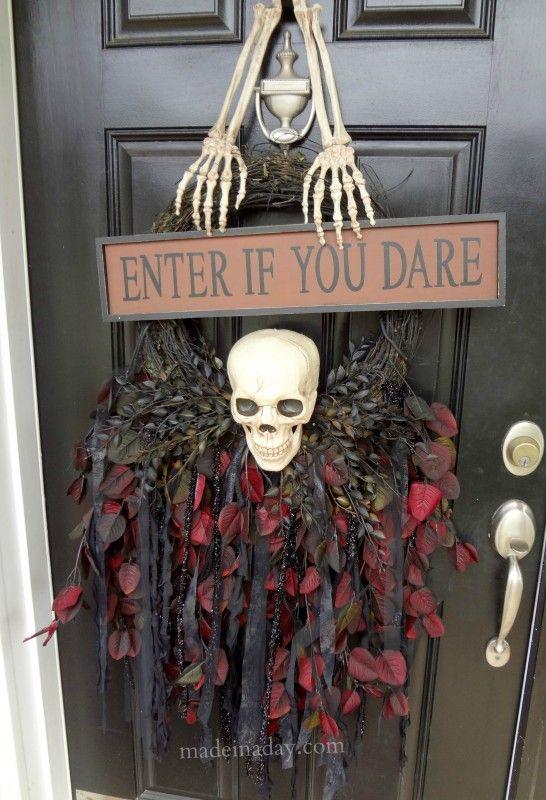 Halloween Skull Door Hanger #spookyspaces