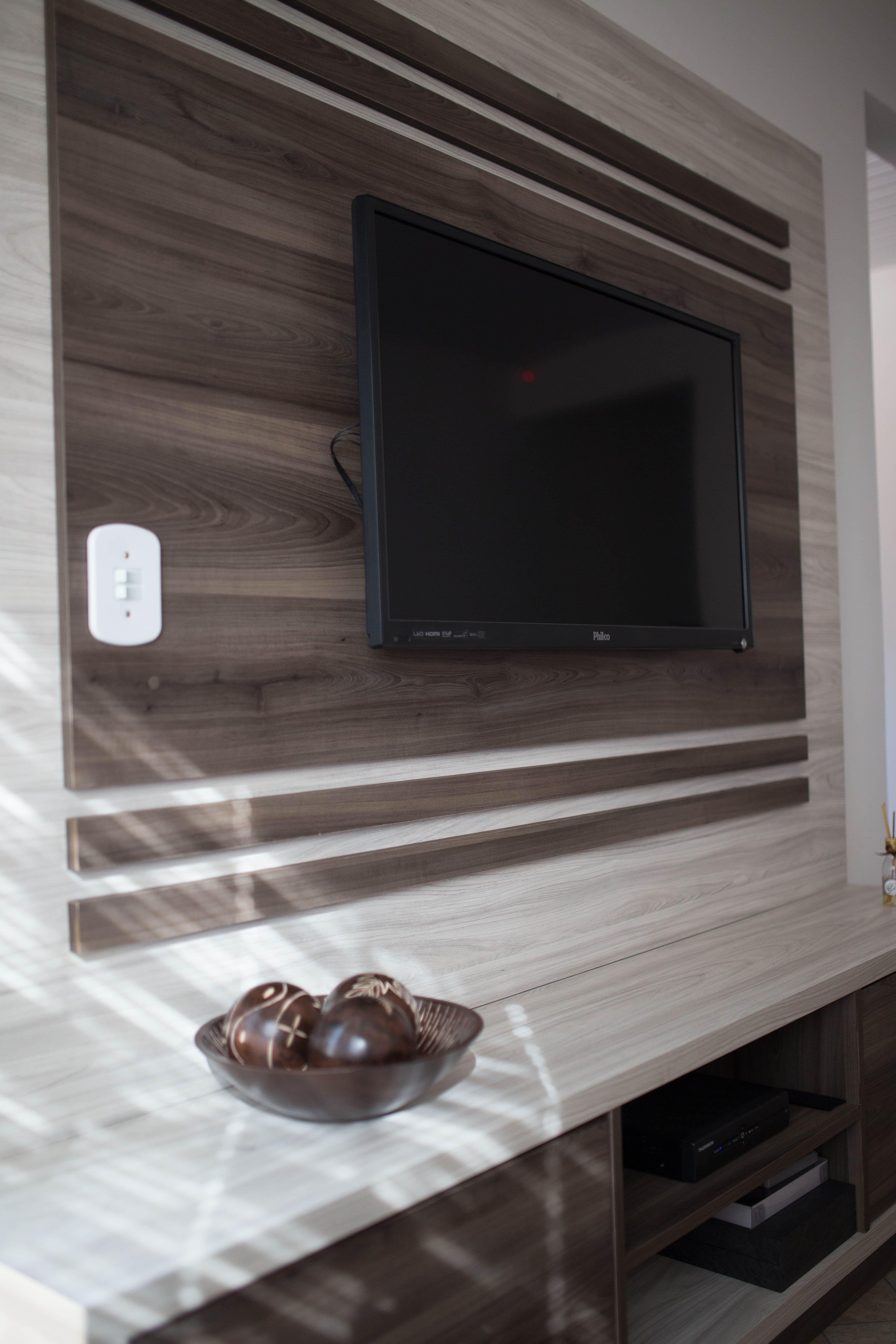 Na hora de planejar os móveis da sua casa os detalhes fazem toda a diferença! Planeje com a Mobplus Guarapuava e deixe o seu lar com a sua cara! #moveisplanejadosguarapuava #moveisplanejados #detalhes #guarapuava #salaplanejada #estanteplanejada