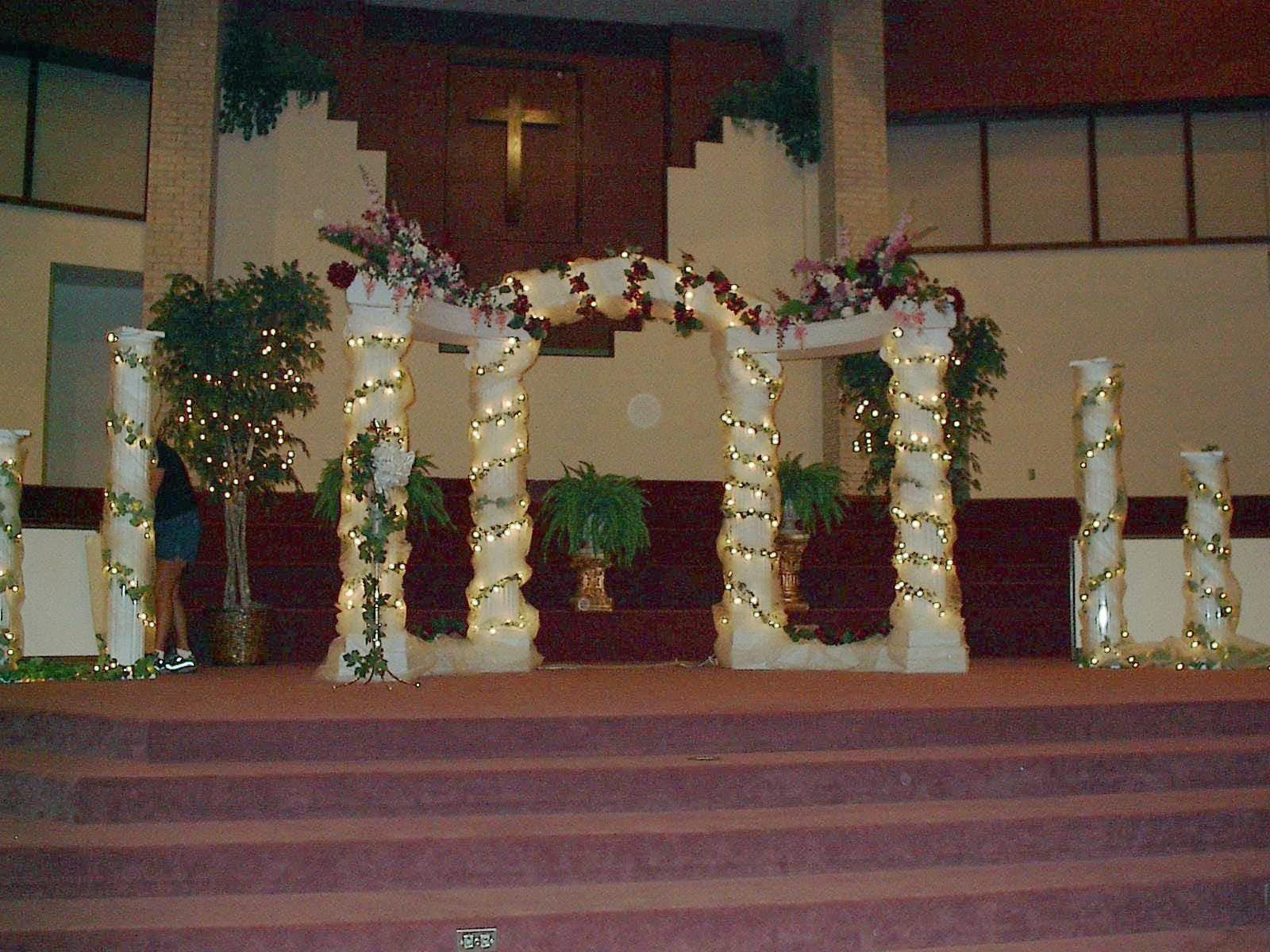 Pic Of Wedding Columns Columns Decorate Church For Wedding Pic 6