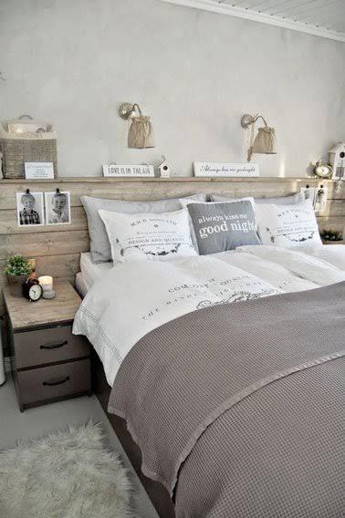 Style scandinave dans cette chambre aux murs peints de couleur gris perle  et une déco 100% récup avec une tête de lit palette, des boites de récup et  des