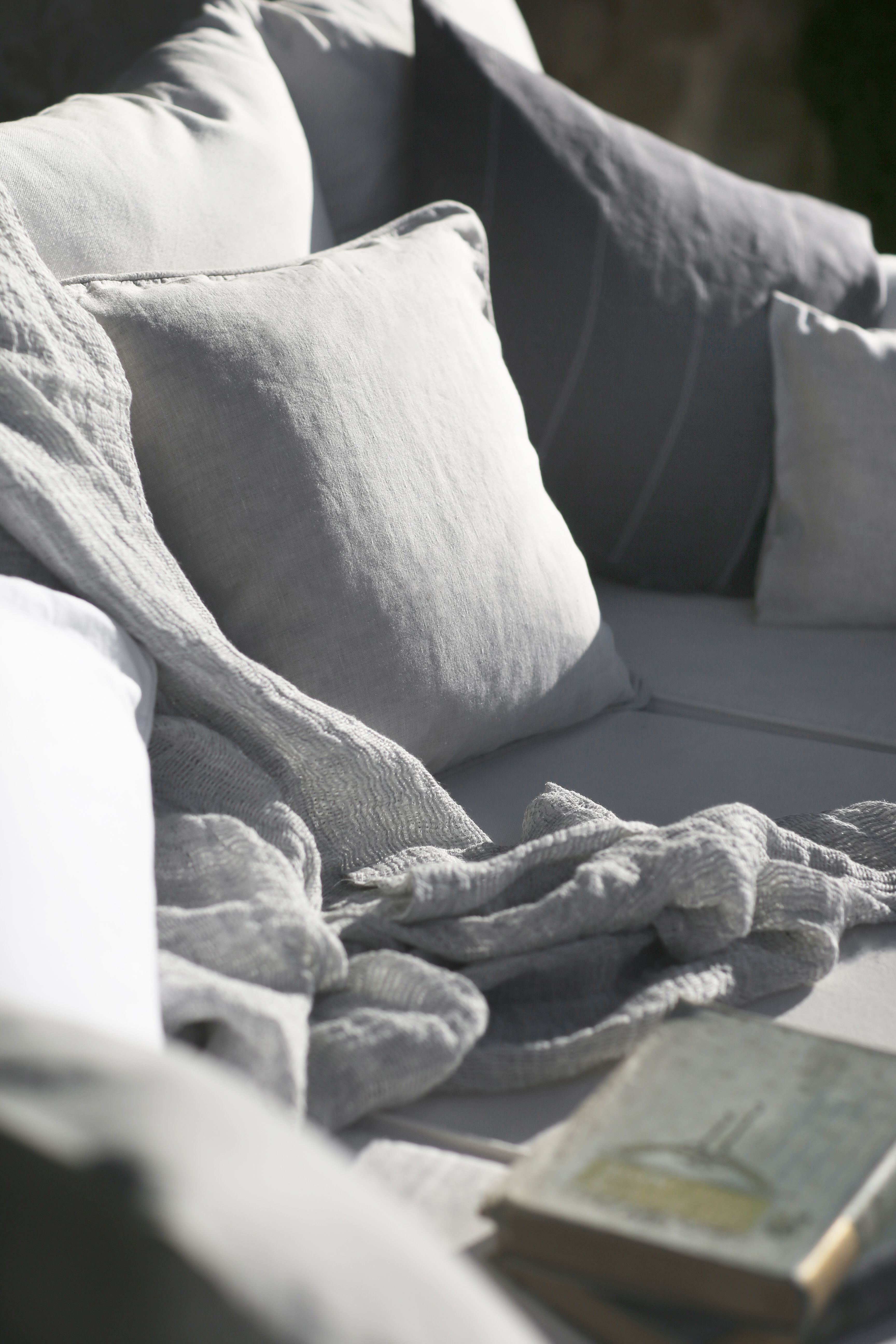 Linen Throw Soft Jacquard. Delicately woven by hand in Belgium, our Soft Jacquard Linen Throw has a distinctive, three thread weave that any linen admirer will admire. This pre-washed linen throw adds texture and softness when laid upon a bed or seat and has a timeless appearance. #thelinenworks #linen #fabrics #throws #summer #alfresco #naturalhome