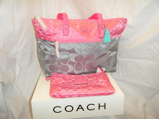 NWT Large Colorblock 2 pc Packable Weekender. Starting at $20 on Tophatter.com!