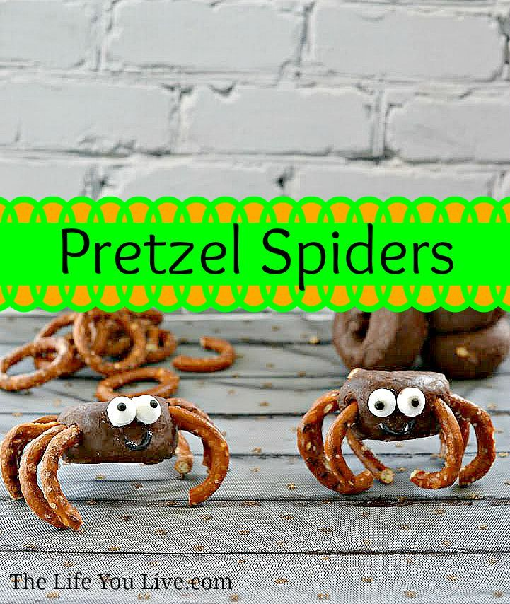 Spooky Pretzel Spiders are so easy to make! Halloween Pinterest - make halloween decoration