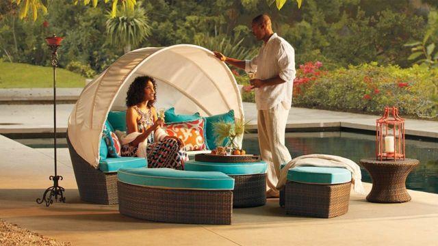 Gartenmöbel Design Ideen Azurblaue Kissen Poolrand