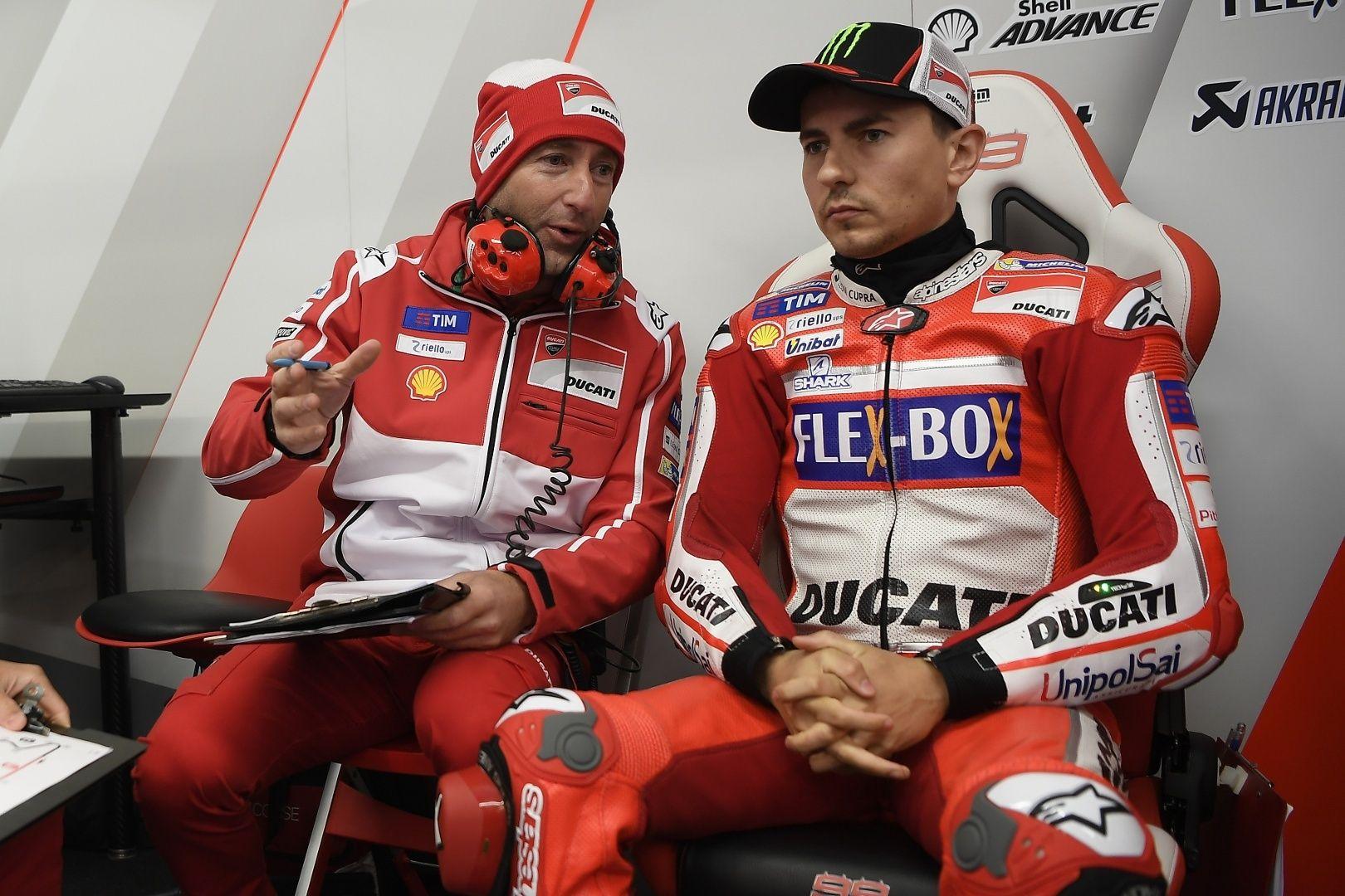 Lorenzo 17.º na chuva de Le Mans: 'Não quis correr riscos e para já estou fora do Q2'http://www.motorcyclesports.pt/lorenzo-17-na-chuva-le-mans-nao-quis-correr-riscos-ja-estou-do-q2/
