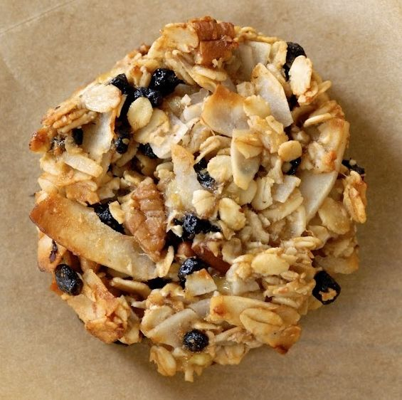 These yummy cookies are perfect for breakfast on the go or even as apre/post workout snack! Ingredients 1½ cups gluten-free rolled oats 1 cup unsweetened coconut flakes 1 tablespoon golden flaxmeal 1 scoop Vanilla Lean Up Protein Powder ½ teaspoon pink Himalayan salt ¾ cups coarsely chopped pecans ½ cup dried blueberries 3 very ripe …