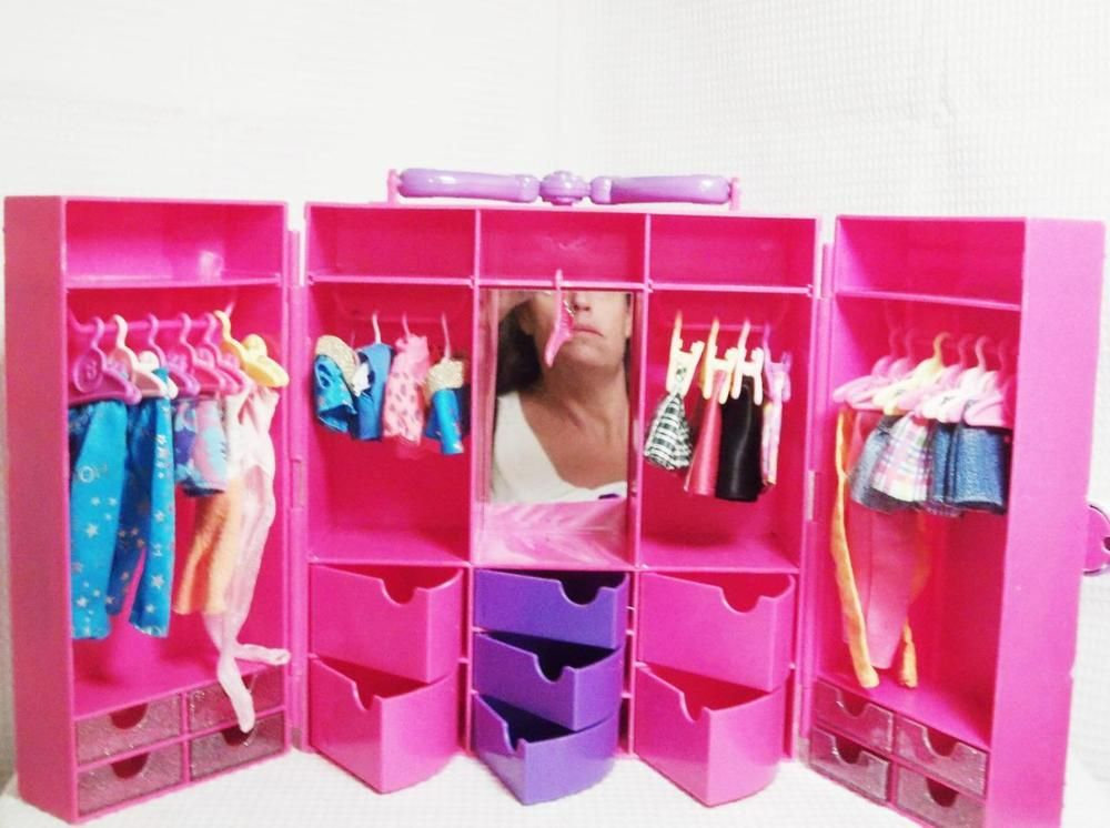B 1 1997 Barbie Fashion Avenue Carry Case 19pc Clothing 21