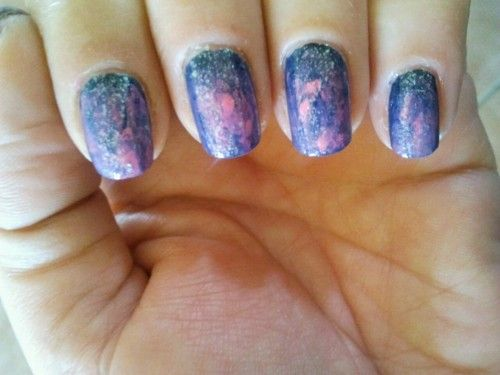 Sparkling chaos manicure…. con smalti CND in Midnight Sapphire, Electric Purple, Rasberry Parfait + smalto Effect CND in Gold Sparkle    CND Italy  Twitter: @CNDItalia   Web: www.smalticnd.it