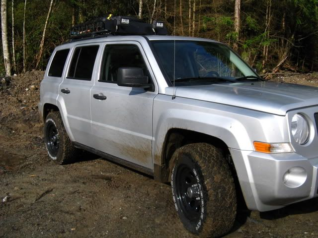 Wheels On Jeep Patriot General Grabber At2 235 70 16 On 16x8