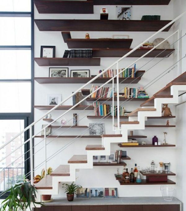 originelle dekoideen treppen wohnzimmer stauraum unten regale, Wohnzimmer