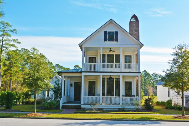 Moser Design Group Tnh Sc 24a Water S Edge 3 Bed 2 5 Bath 2 168 Sf Master Down In 2020 Narrow Lot House Plans Southern House Plans Southern Living House Plans