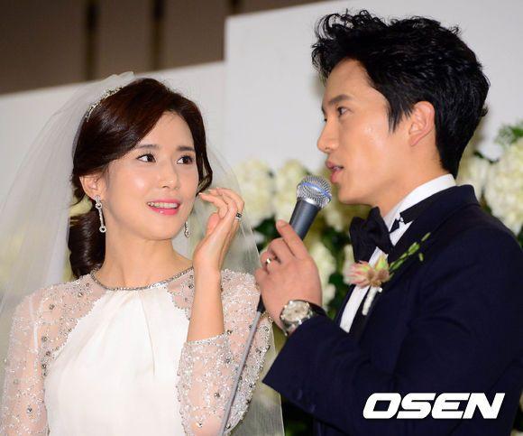 Cô dâu Lee Bo Young đẹp rạng ngời ngày cưới