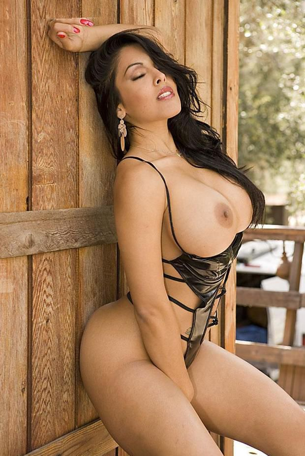Extremely wide hips latina milf