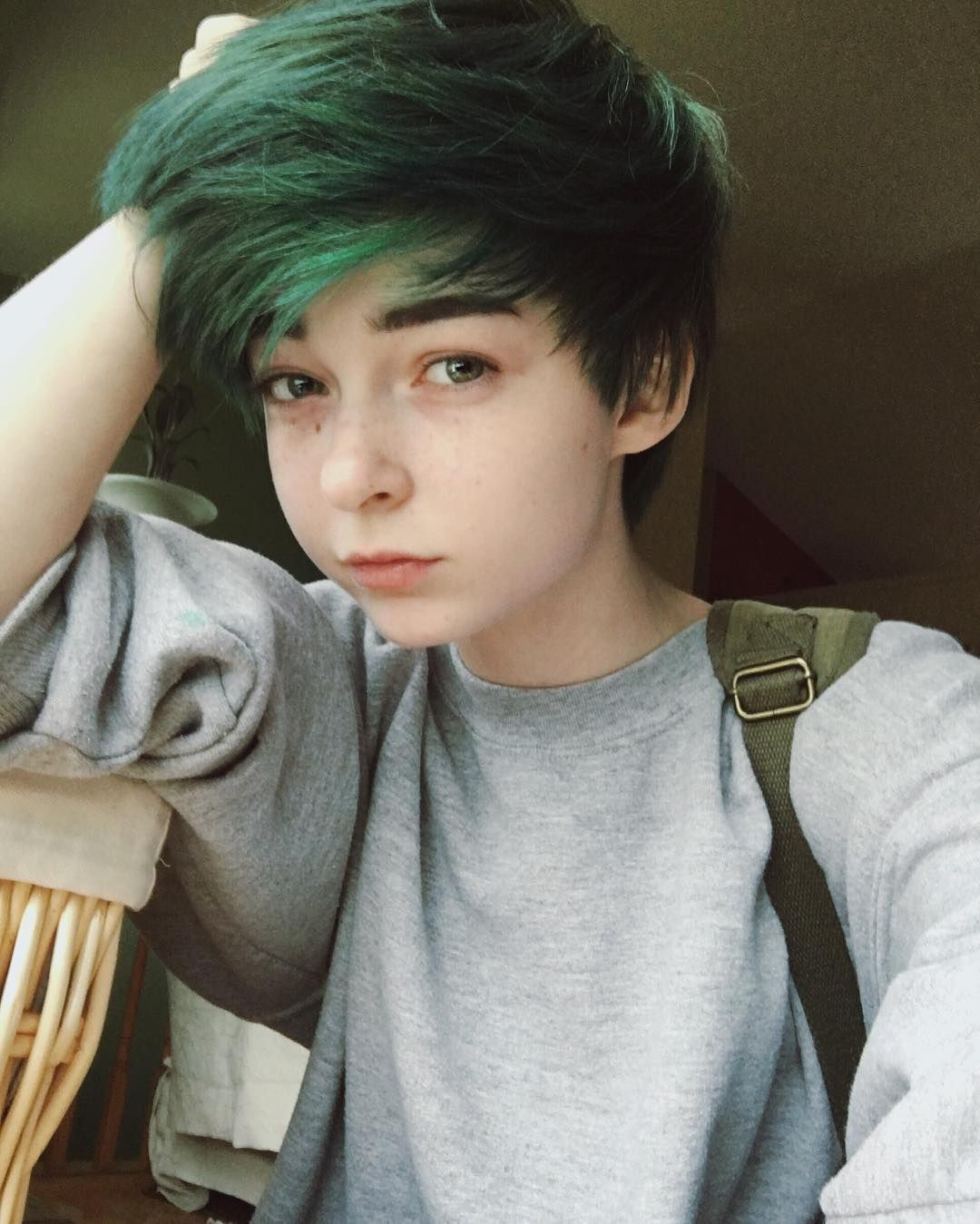Hello It S Me I Forgot How To Selfie But My Hair Is Blue Green Short Emo Hair Androgynous Hair Short Hair Styles