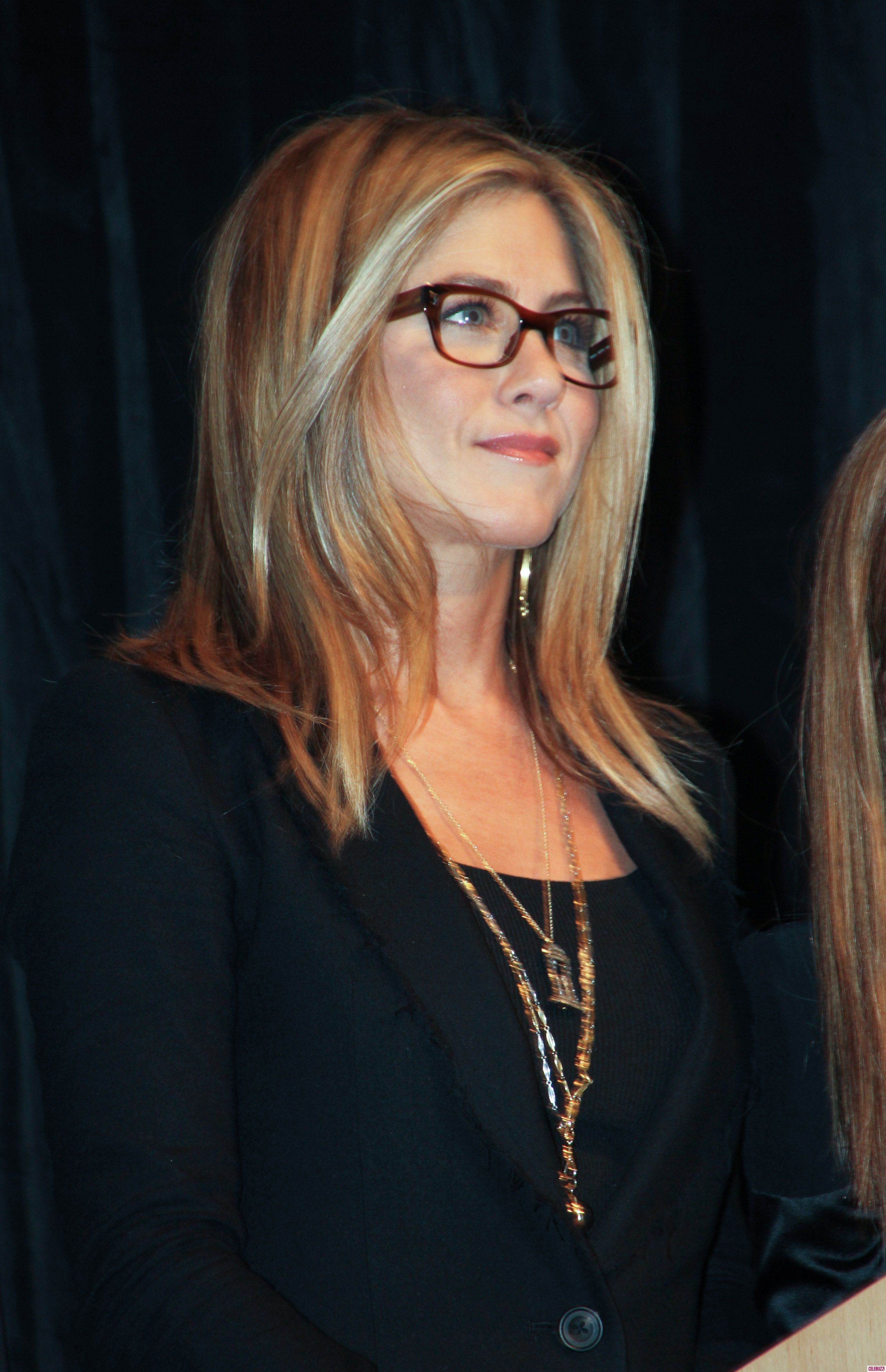 Davis Vision - Jennifer Aniston adds a touch of class to her look ...