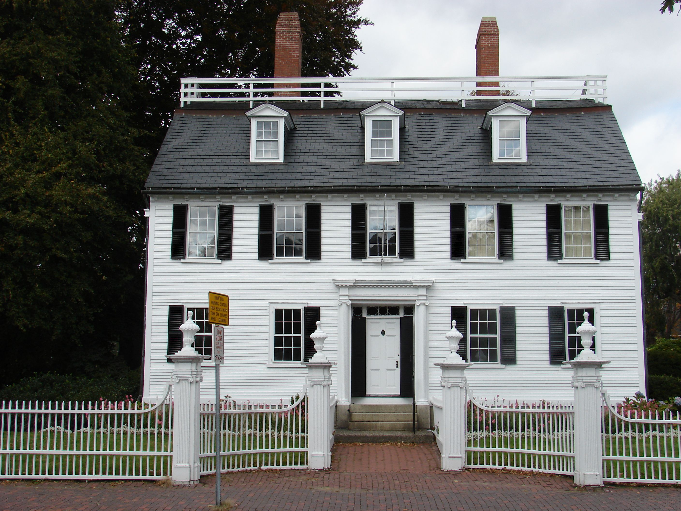 Hocus pocus house salem ma places i 39 ve been and love for Salem house