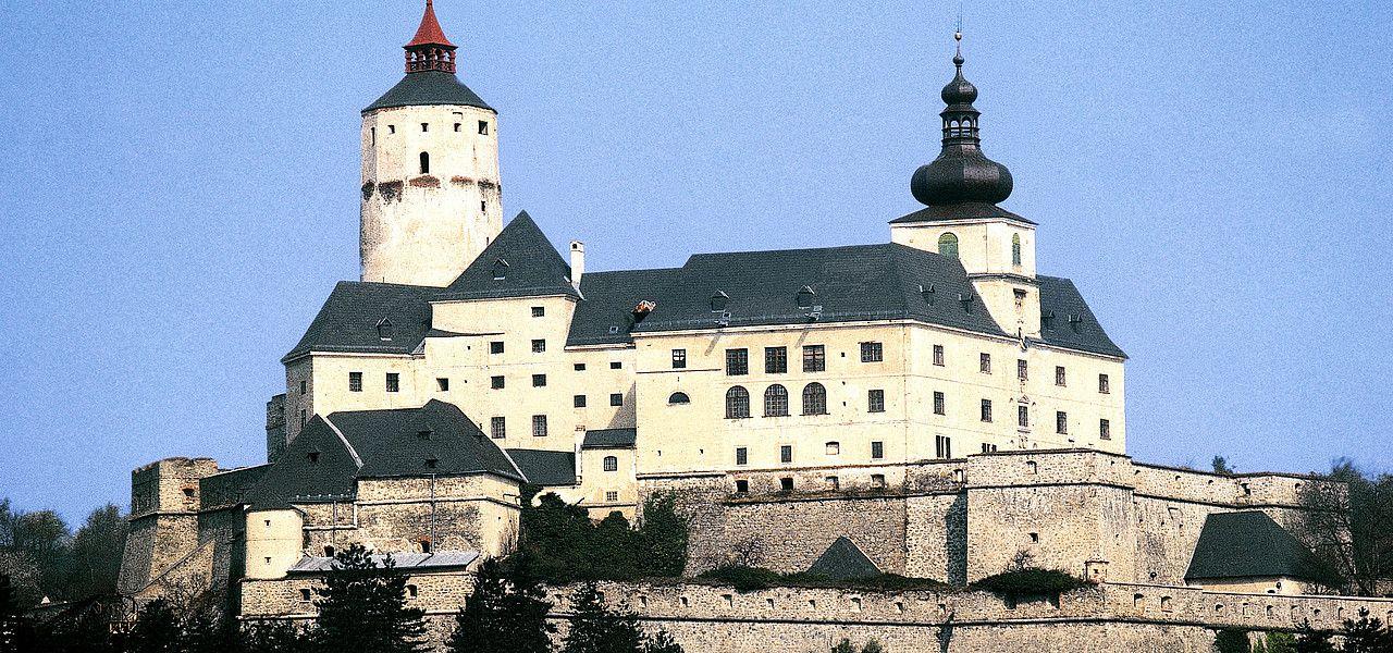 burg-forchtenstein--oesterreich-werbung-markowitsch--o.jpg.3065053.jpg (1280×600)