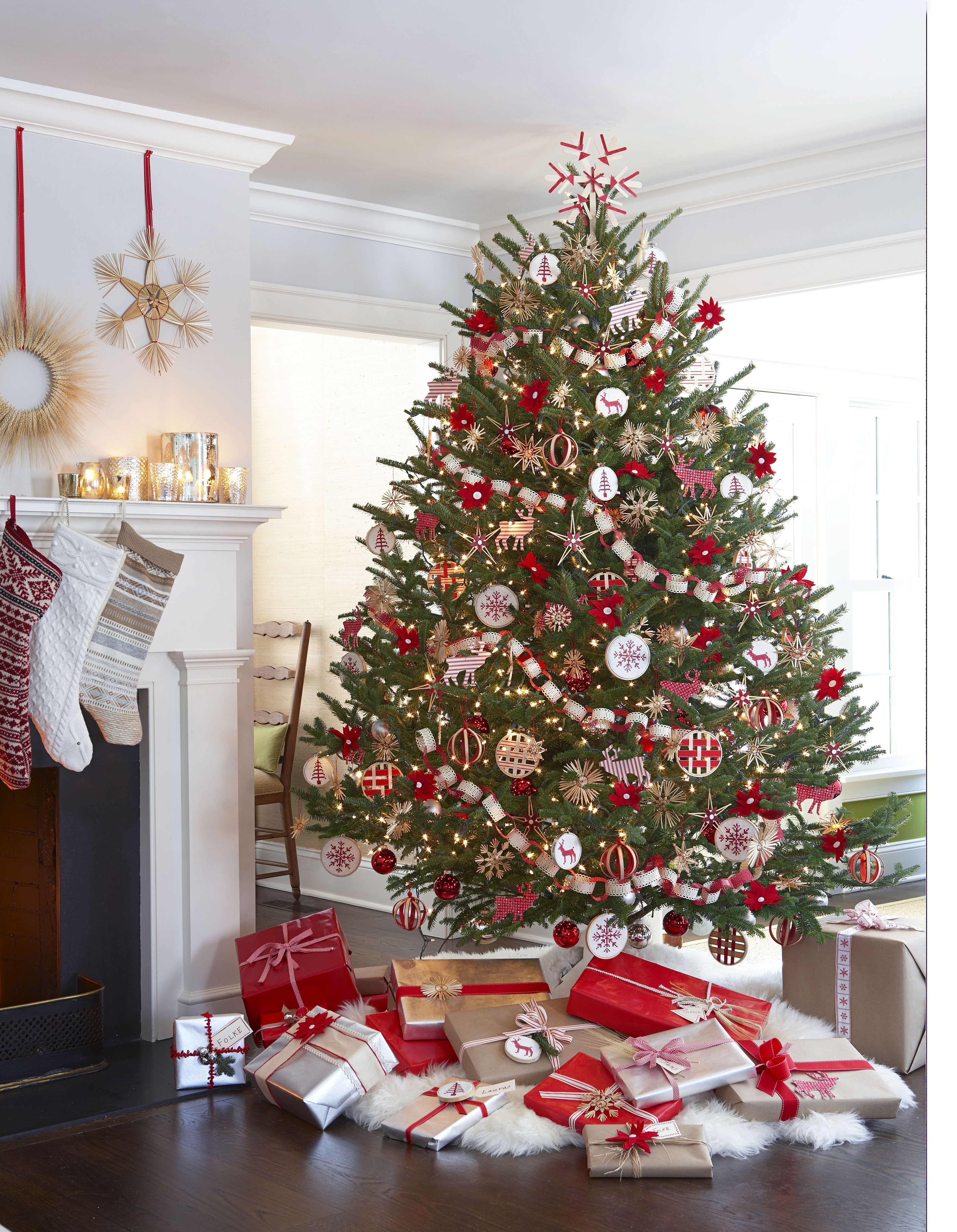 10 Scandinavian Inspired Christmas Decorating Ideas Scandinavian Christmas Trees Christmas Tree Design Swedish Christmas Decorations
