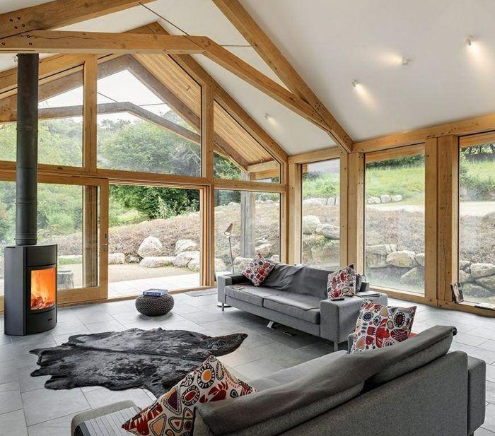 Kaminofen kunstfell teppich granitfliesen und holzbalken for Wohnzimmer gestalten landhausstil