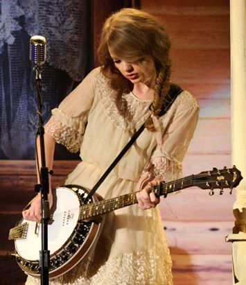 yup, when Taylor plays the banjo, i think she's pretty cool..